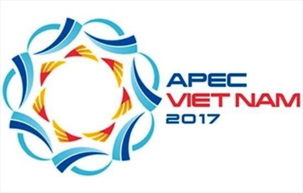 Menyampaikan hadiah sayembara menciptakan lukisan agitasi dan sosialisasi tentang Tahun APEC Vietnam 2017 - ảnh 1
