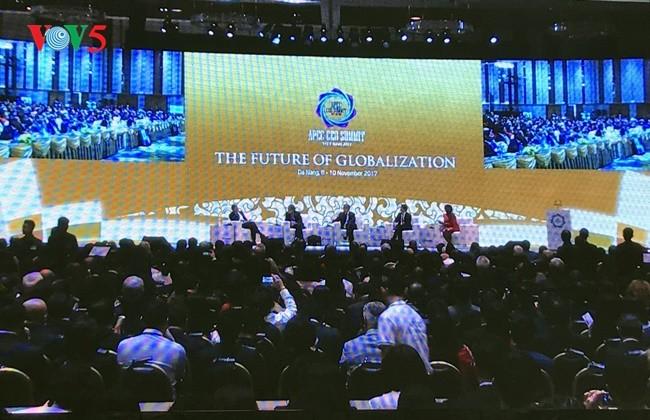 Presiden Tran Dai Quang menghadiri dan membacakan pidato pembukaan Konferensisi  Tingkat Tingkat Tingkat Tinggi APEC 2017 - ảnh 1