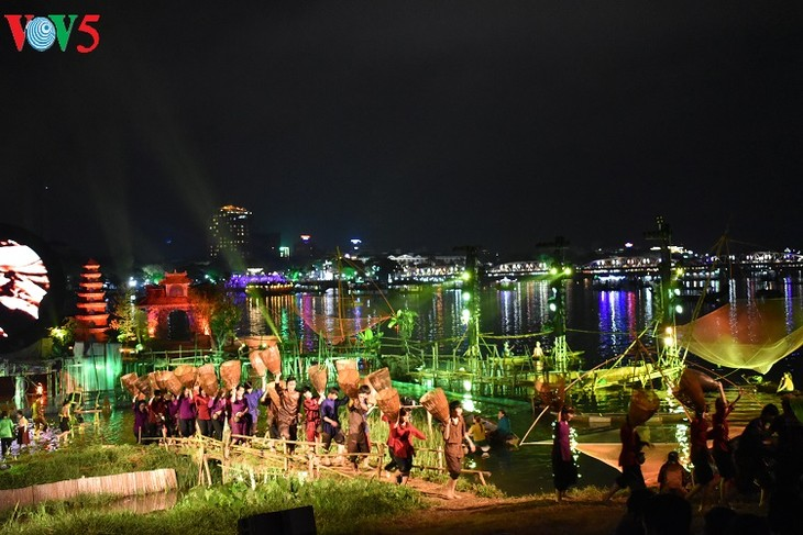 Kebudayaan Kota Hue naik terbang tinggi di Festival Hue 2018 - ảnh 1
