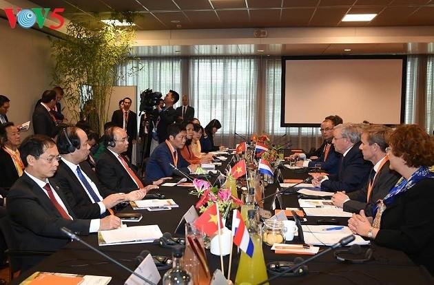 Premier vietnamita dialoga con el empresariado holandés - ảnh 1