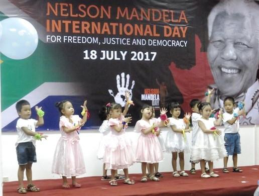 Diplomáticos sudafricanos en Ciudad Ho Chi Minh conmemoran el Día Internacional de Nelson Mandela - ảnh 1