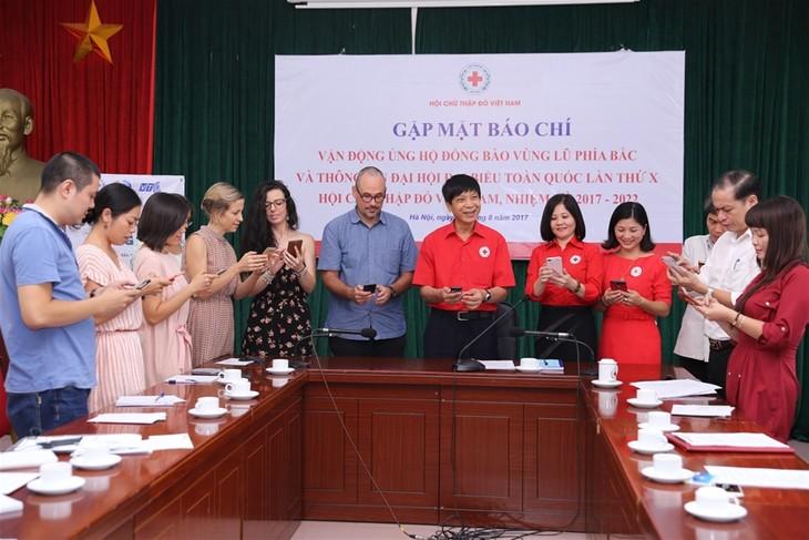 Cruz Roja de Vietnam promueve ayudas a los poblados afectados por inundaciones - ảnh 1
