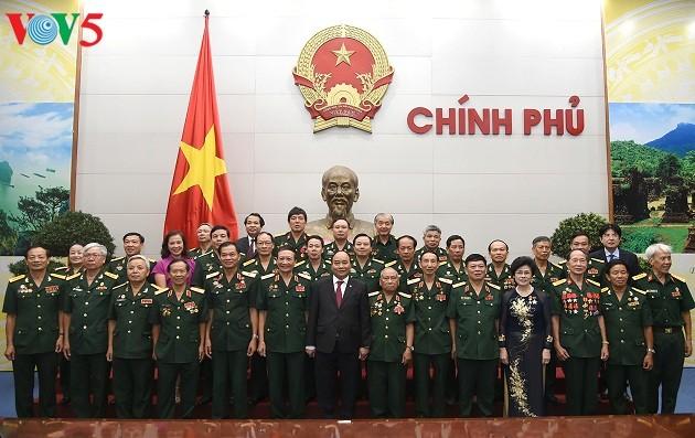Vietnam exalta las contribuciones de los combatientes de Truong Son al desarrollo nacional - ảnh 1
