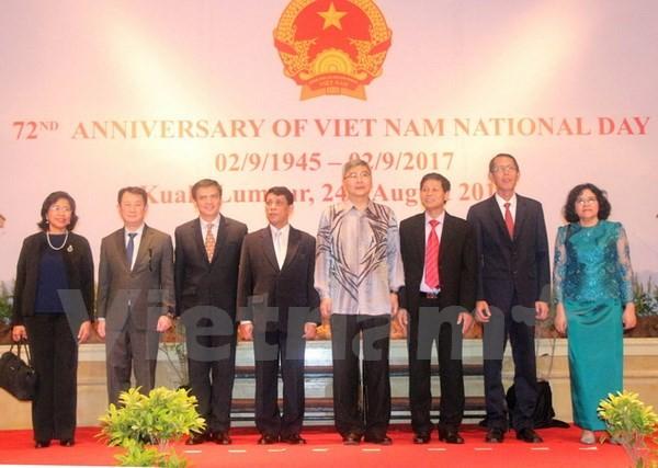 Diplomáticos vietnamitas conmemoran el Día Nacional en Malasia y Tanzania - ảnh 1