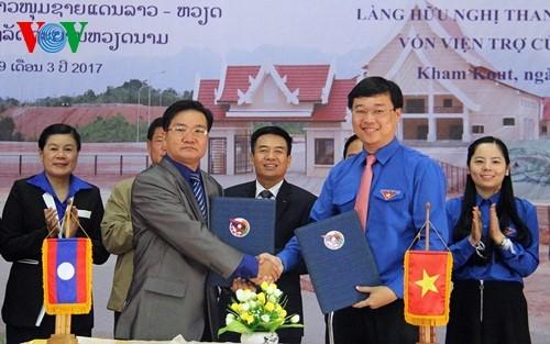 Jóvenes vietnamitas y laosianos amplía su cooperación - ảnh 1