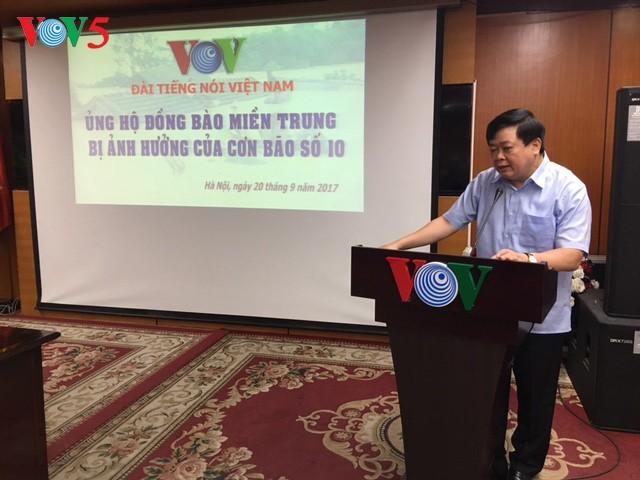Compatriotas vietnamitas continúan con las ayudas a los afectados por Doksuri - ảnh 1