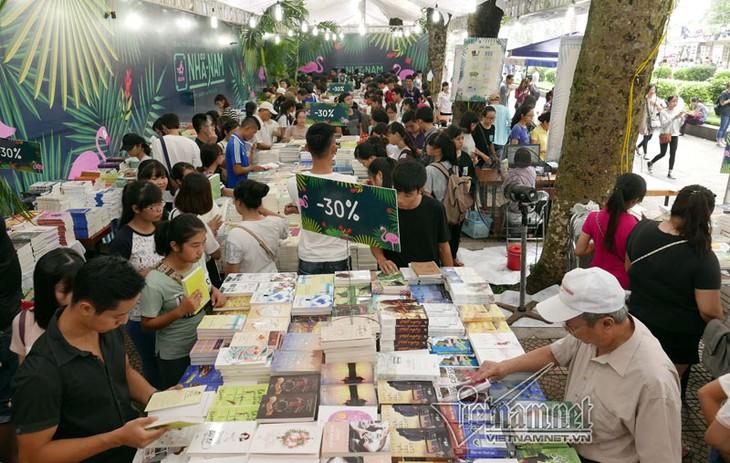 Vietnam celebra la Feria del libro con miras a la integración internacional - ảnh 1