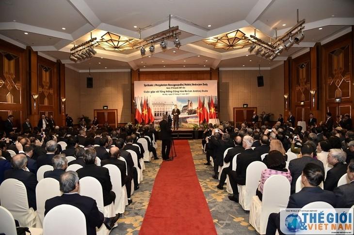 Presidente polaco exalta el rol de los jóvenes vietnamitas en la colaboración binacional - ảnh 1