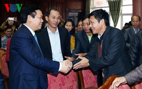 Líderes vietnamitas siguen contactos con el electorado  - ảnh 1