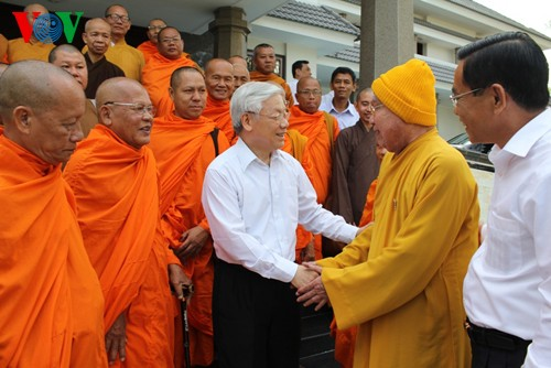 Party chief calls for Soc Trang Buddhist followers' more contributions to society - ảnh 1