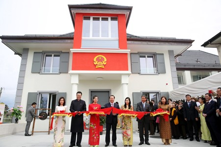 VN's Permanent Mission inaugurates new headquarters in Geneva - ảnh 1