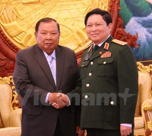 Defense Minister pays official visit to Laos, attends ADMM-10 - ảnh 1