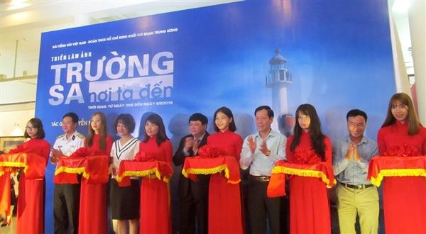 Photo exhibition on Truong Sa islands opens in Hanoi - ảnh 1