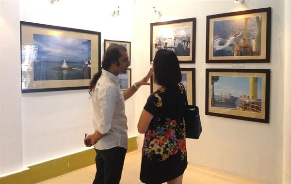 Photo exhibition on Truong Sa islands opens in Hanoi - ảnh 2
