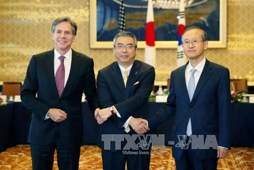South Korea, US, Japan discuss tougher sanctions on North Korea - ảnh 1