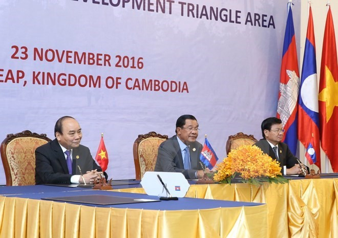 Vietnam, Laos, Cambodia determined to uphold special cooperation mechanism - ảnh 1