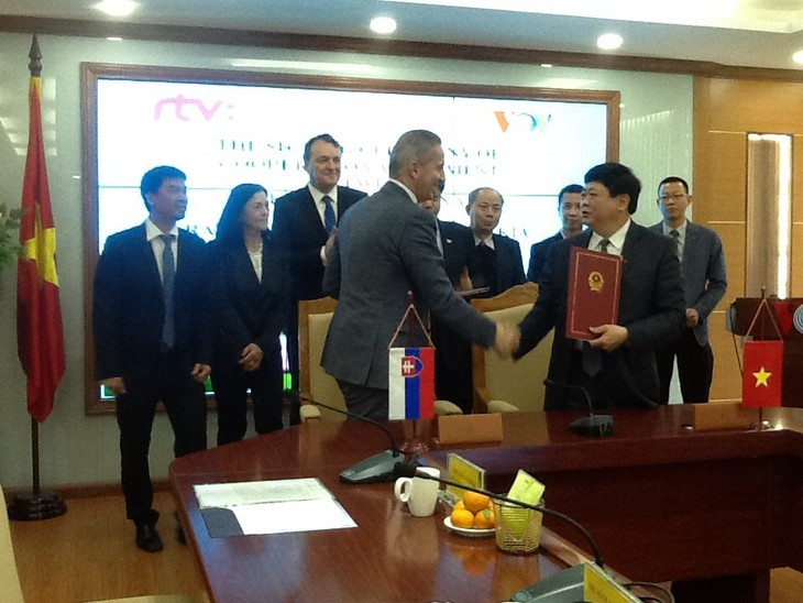 Vietnam, Slovakia sign radio cooperative deal  - ảnh 3