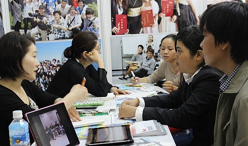 Benefits from education cooperation projects with Japan  - ảnh 1
