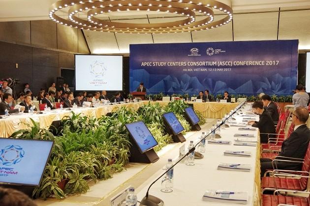 APEC SOM2 discusses trade facilitation, human resource development - ảnh 1