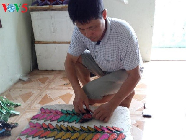 Thach Xa village makes bamboo dragonflies  - ảnh 2
