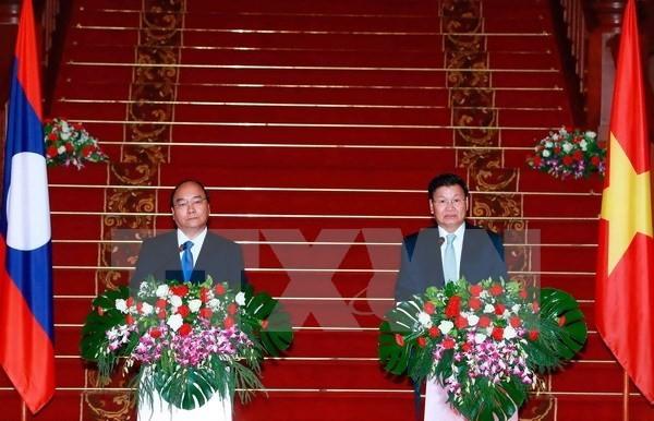 Lao PM hails development of Vietnam-Laos ties - ảnh 1