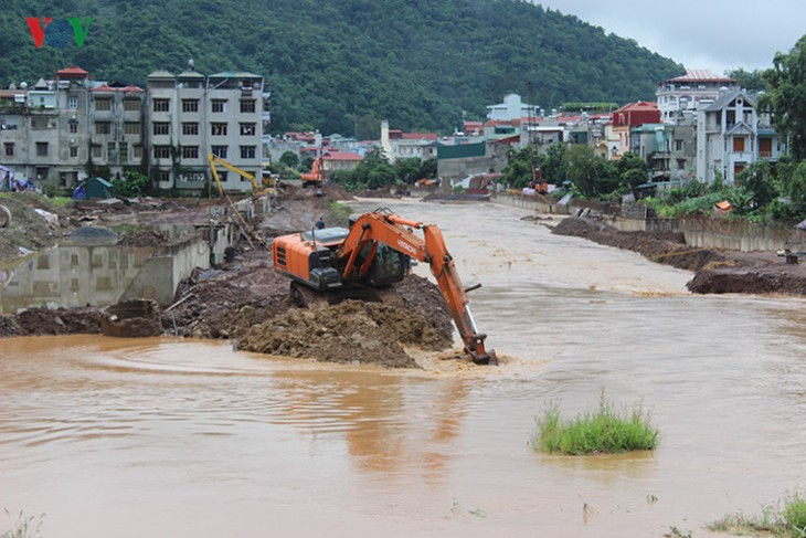Prime Minister orders strong measures to overcome flood aftermath - ảnh 1