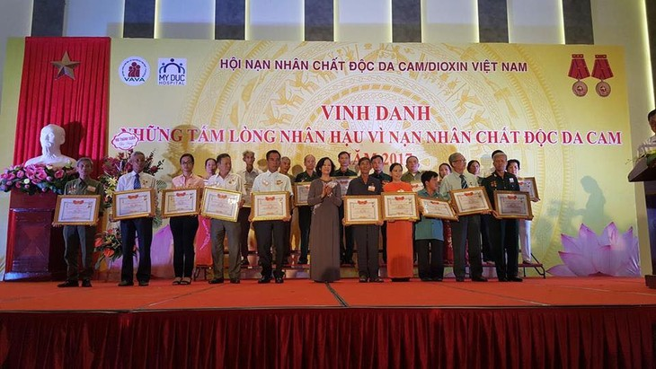 120 individuals honored for helping AO/Dioxin victims - ảnh 1