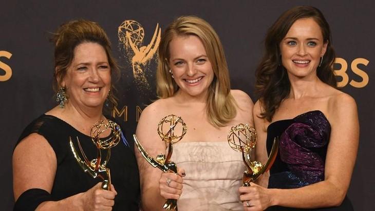 The 2017 Emmy Awards ceremony - ảnh 1