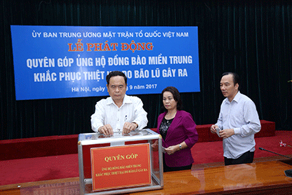 VFF Central Committee receives donations for Doksuri victims - ảnh 1