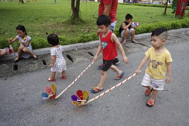 2017 Mid-Autumn Festival entertains children with folk games - ảnh 3