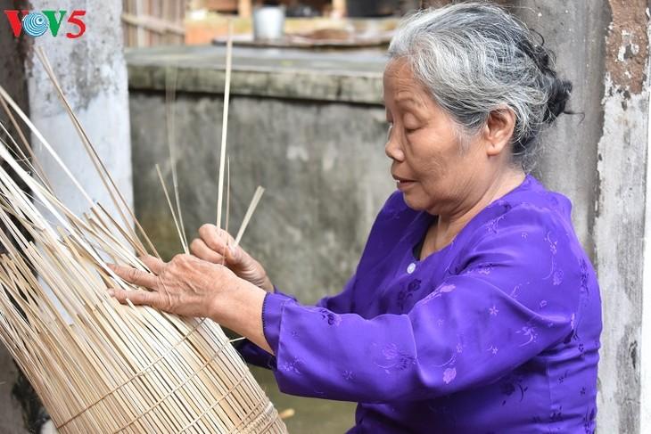 Thu Sy village boasts 200 years of fish-pot making tradition - ảnh 2