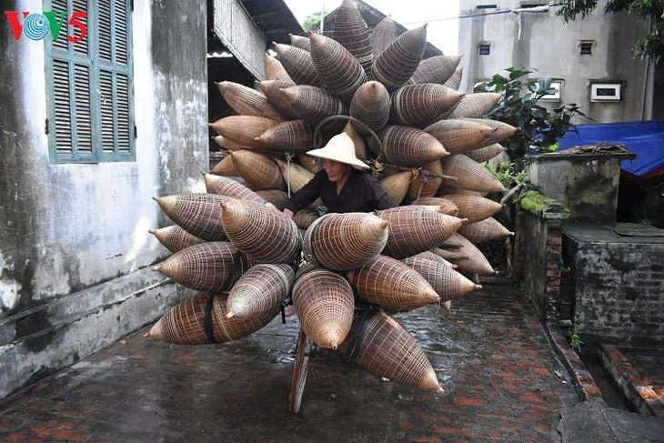 Thu Sy village boasts 200 years of fish-pot making tradition - ảnh 1