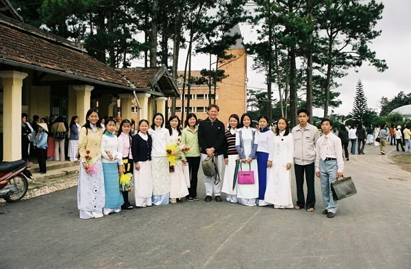Irish doctor and poverty reduction efforts for ethnic minority groups in Vietnam - ảnh 1