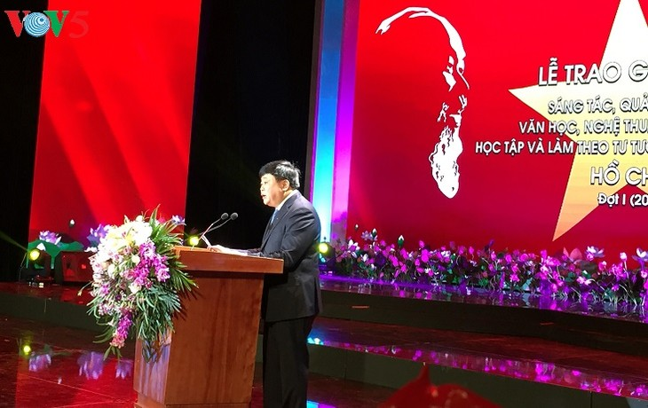Works promoting Ho Chi Minh's examples honored - ảnh 1