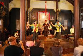 ホイアン町での伝統的文芸公演 - ảnh 2