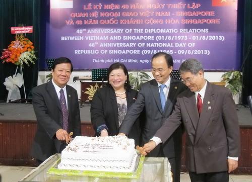 ホーチミン市、ベトナム・シンガポール国交樹立40周年記念 - ảnh 1