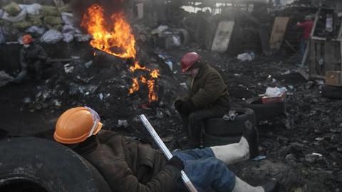 ウクライナ 東部でも抗議デモ - ảnh 1