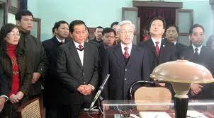 チョン共産党書記長、ホーチミン遺跡を訪れた - ảnh 1