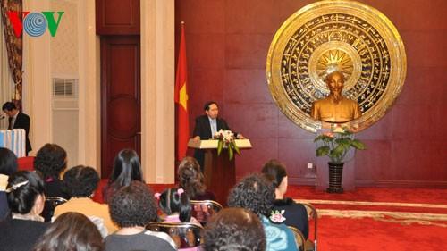 各国駐在ベトナム大使館、テトを祝うイベント 開催 - ảnh 1