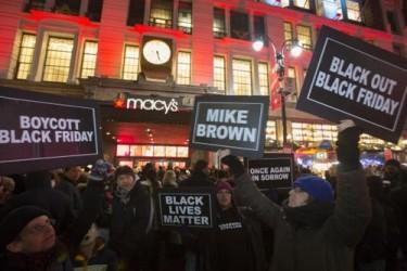 米 感謝祭の連休、黒人少年射殺の抗議デモ沈静化 - ảnh 1