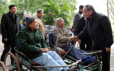 ニャン議長、傷病軍人の療養所を訪れる - ảnh 1
