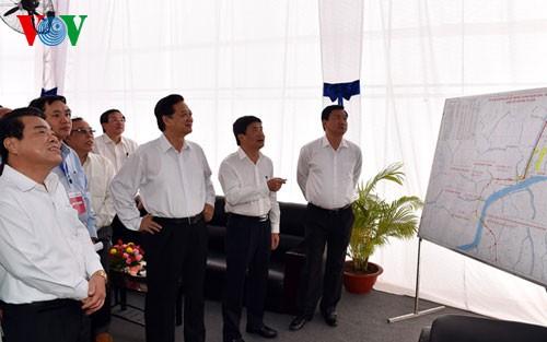 ズン首相、ナムカン橋などの落成式に出席 - ảnh 1