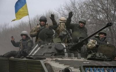 ウクライナ東部、散発的な戦闘続く - ảnh 1
