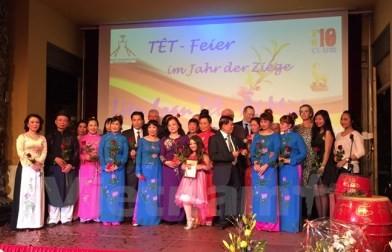 世界各国の越僑、テトを祝う - ảnh 1
