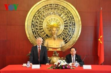 チョン書記長、駐中越大使館を訪れる - ảnh 1