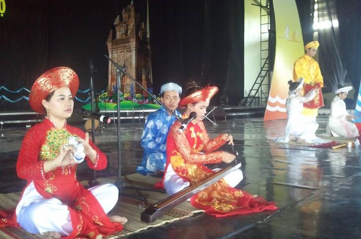 ベトナム中南部地域の「民謡フェスティバル2015」 - ảnh 1