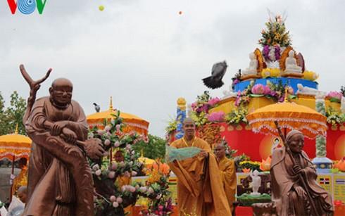 ウェーサーカ祭2014、第1回世界仏教10の記録候補入り - ảnh 1