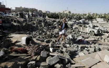 イエメンで空爆続く 混乱収束のめど立たず - ảnh 1