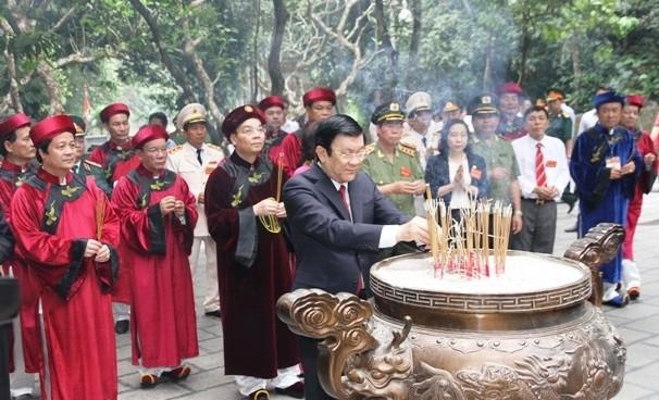サン主席、フン王神社に線香を手向ける - ảnh 1