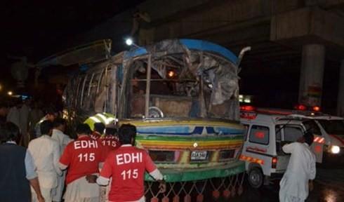 バス爆発、11人死亡 パキスタン南西部 - ảnh 1